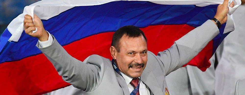 Андрей Фомочкин прошёл с российским флагом на Паралимпийских играх